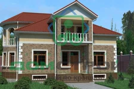 Стильный двухэтажный дом с мансардой и аккуратными колоннами по углам дома